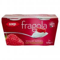 Yogurt Intero Con Fragola In Pezzi
